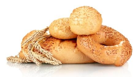 bollos: pan y bollos con semillas de s�samo y espiguillas aislados en blanco Foto de archivo