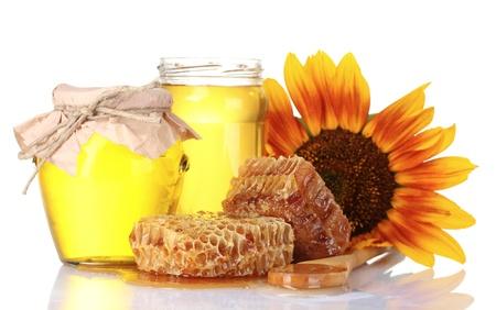 sunflower isolated: Bella pettini, miele, cucchiaio e girasole isolato su bianco Archivio Fotografico