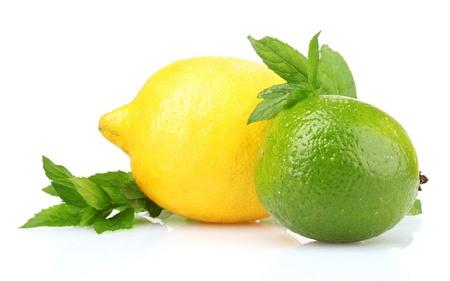 흰색에 고립 된 신선한 라임, 레몬, 민트