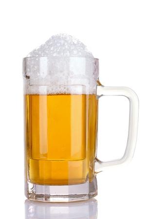 alcool: chope de bi�re isol�e sur fond blanc