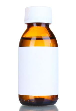 recetas medicas: Medicamento líquido en la botella de vidrio aislado en blanco