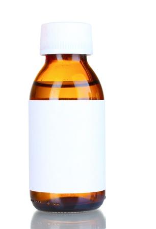 in syrup: Medicamento líquido en la botella de vidrio aislado en blanco