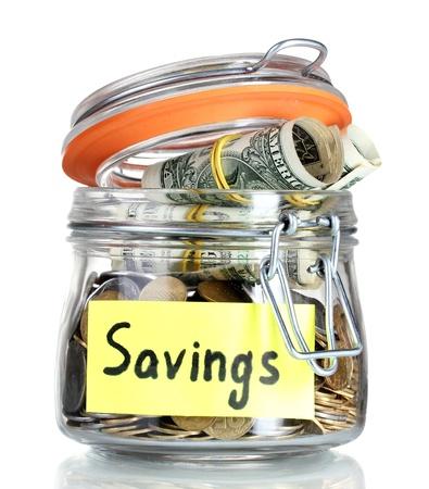 Frasco de vidrio claro para consejos con dinero aislados en blanco