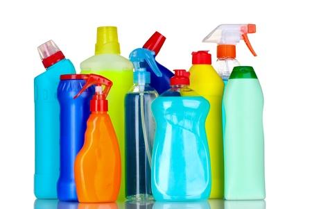detersivi: bottiglie di detersivi isolato su bianco Archivio Fotografico