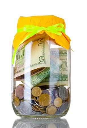 generosit�: Banca di vetro per le punte con i soldi isolato su bianco Archivio Fotografico