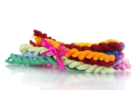 cornrows: hilos de coser para el bordado aislado en blanco