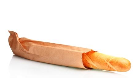 bolsa de pan: baguette deliciosa en bolsa de papel aislado en blanco Foto de archivo