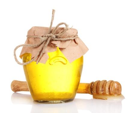 jarra: Tarro de miel y drizzler de madera aislado en blanco Foto de archivo