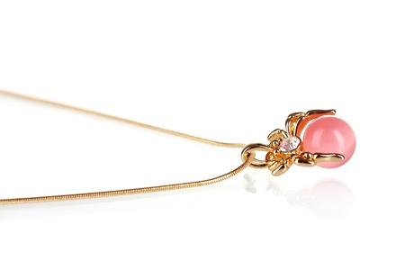perle rose: Pendentif en forme d'araign�e avec perle rose isol� sur blanc Banque d'images
