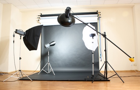 Studio flitsers op grijze achtergrond
