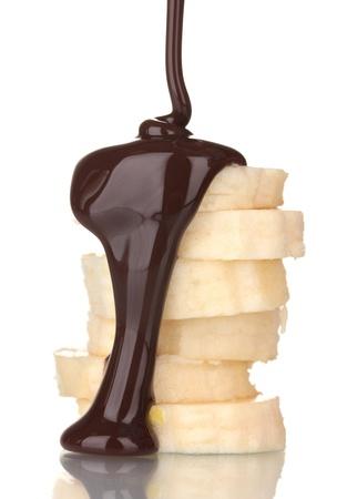 platano maduro: rodajas de pl�tano maduro con chocolate aislado en blanco