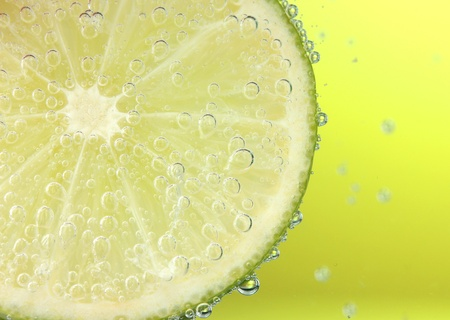 slice of lemon in the water with bubbles photo