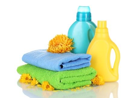 productos quimicos: Toallas y limpieza aislados en blanco Foto de archivo