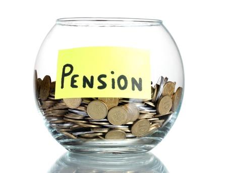 generosidad: Jarra de vidrio transparente para las extremidades con el dinero aislado en blanco