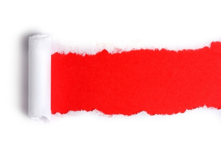 pared rota: Papel rasgado con el fondo rojo Foto de archivo