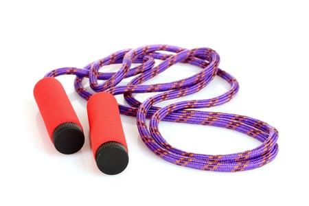 saltar la cuerda: saltar a la cuerda aislado en blanco