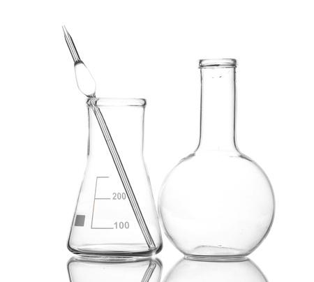 drug discovery: Due flaconi vuoti con la riflessione isolato su bianco