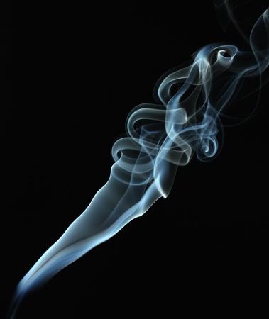cigarette smoke: Fumo astratto su sfondo nero Archivio Fotografico