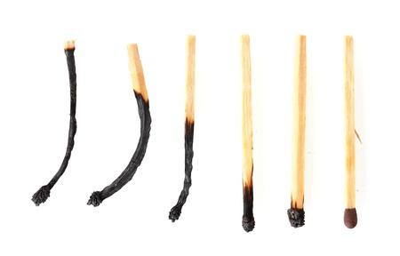 cerillos: fósforos quemados y un partido entero aislado en blanco Foto de archivo