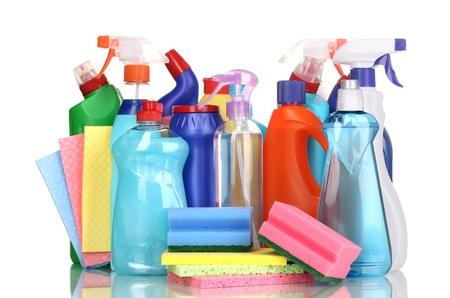cleaning products: Artículos de limpieza aislados en blanco