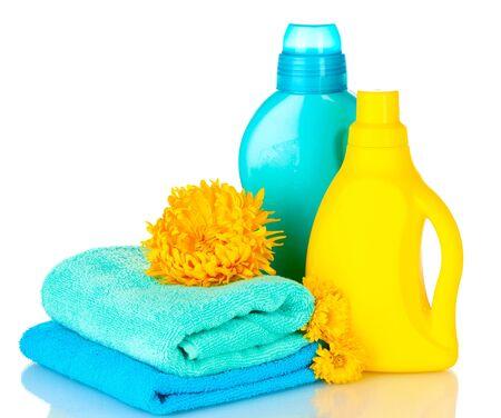 cleaning products: Toallas y limpieza aislados en blanco Foto de archivo