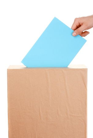 political system: Mano con la boleta de votaci�n y la caja aislada en blanco