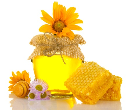 drizzler: Sweet honey in jar with honeycomb, wooden drizzler and flowers isolated on white