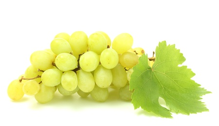 熟した甘いブドウ白で隔離されます。