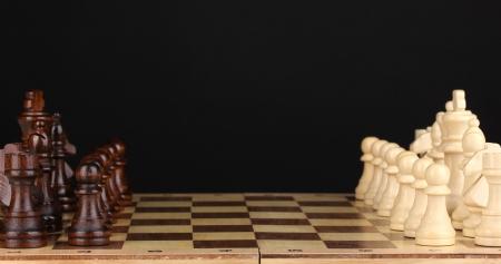 블랙에 고립 된 체스 조각 체스 보드