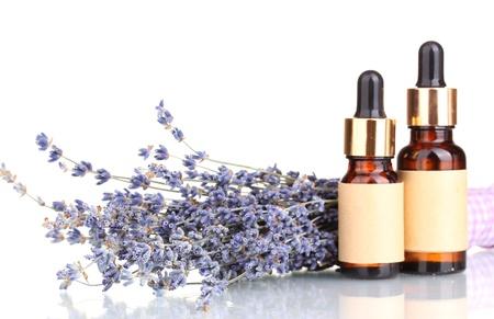 homeopatia: Flores de lavanda y aceites de aroma aislados en blanco Foto de archivo