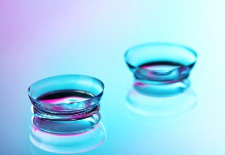 lentes de contacto: lentes de contacto, en rosa y azul de fondo