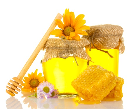 drizzler: Sweet honey in jars with honeycomb, wooden drizzler and flowers isolated on white