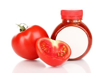 distinguishing: Tomato sauce in bottle isolated on white