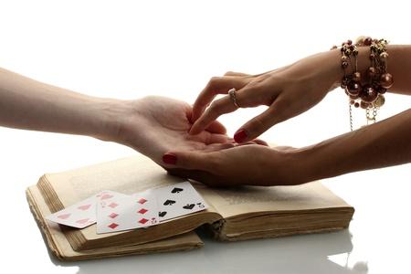 psychisch: het lezen van de regels hand in handen van een vrouw op wit wordt geïsoleerd