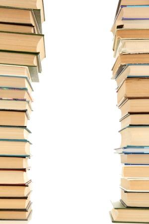 pile of books: vecchi libri isolati su bianco