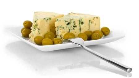 カビや白で隔離板にオリーブとチーズします。
