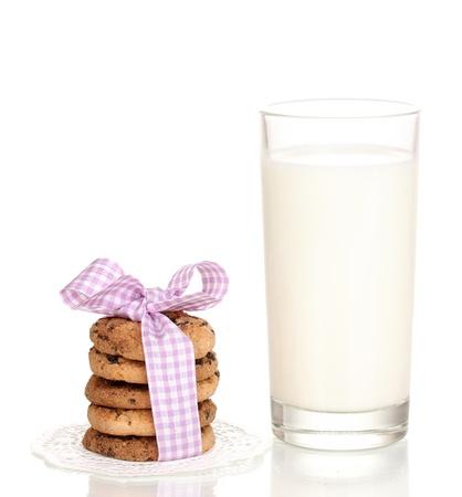 noel chocolat: Verre de lait et des biscuits isol� sur blanc Banque d'images