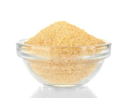gelatina: Los cristales de gelatina en un recipiente aislado en blanco close-up