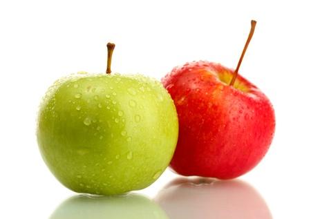白で隔離される 2 つの甘いリンゴ