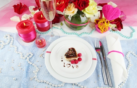 Table setting en honor del D�a de San Valent�n primer plano photo