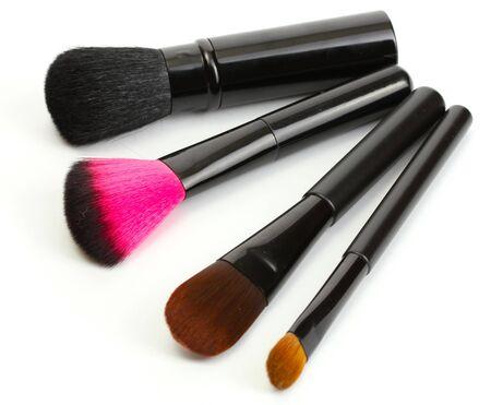 productos de belleza: pinceles negros para el maquillaje aislado en blanco Foto de archivo