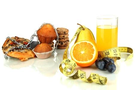 obesidad: Alimentos �tiles y perjudiciales aislado en blanco Foto de archivo