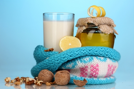 укрепление: Здоровые ингредиенты для укрепления иммунитета на синем фоне