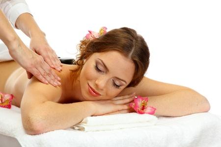masaje corporal: joven y bella mujer en sal�n spa recibiendo masaje con piedras spa