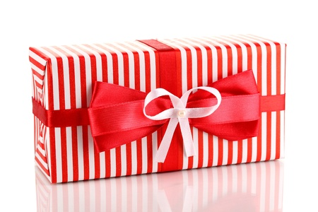 contrasty: Colorful red gift with bow isolated on white