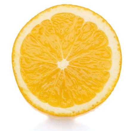 naranjas fruta: Rodaja de naranja aislado en blanco