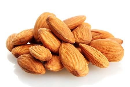 белки: вкусные миндаль орехи, изолированных на белом