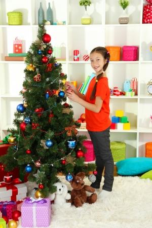 Little girl decorating christmas tree Stock Photo - 17129825