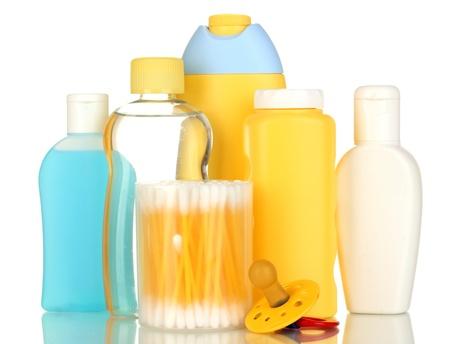 productos de belleza: Cosm�ticos del beb� aislado en blanco Foto de archivo