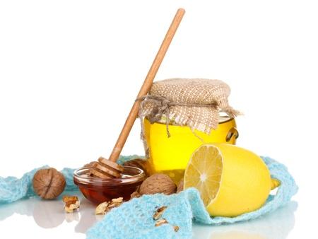 inmunidad: Ingredientes saludables para el fortalecimiento de la inmunidad en bufanda caliente aislado en blanco